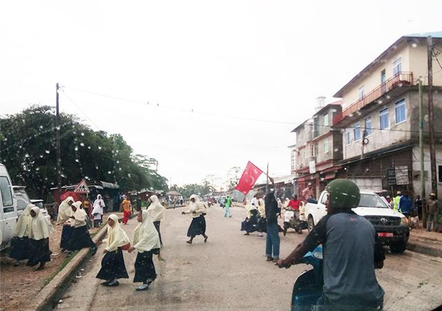 Zanzibar'da trafik Osmanlı bayrağı ile duruyor