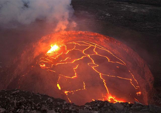 Hawaii'de yanardağ patladı