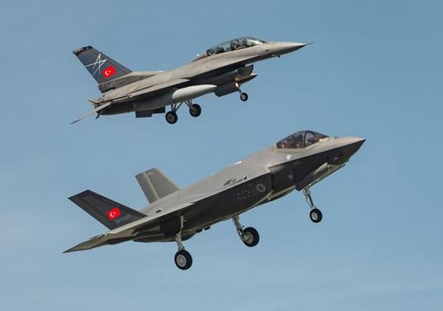 Türk F-35'i ilk uçuşunu yaptı, pilotlarımız eğitimde
