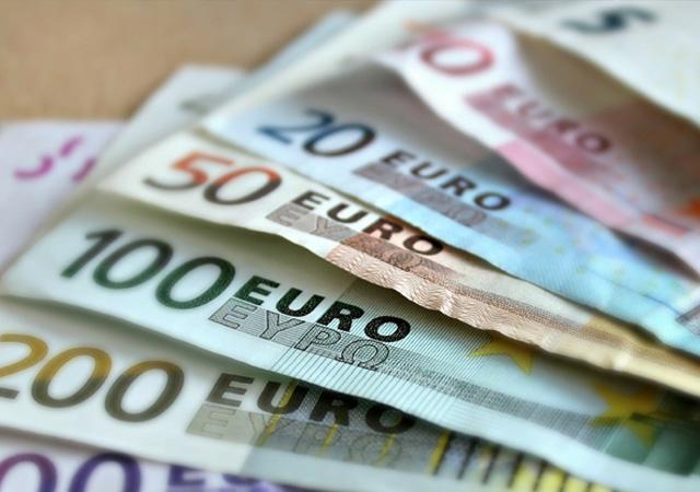 Rusya Euro'ya göz kırpıyor