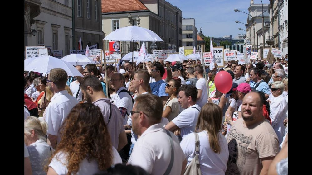 Zorunlu aşı karşıtı Polonyalılar isyan etti