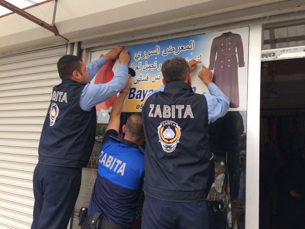 İngilizce serbest Arapça yasak