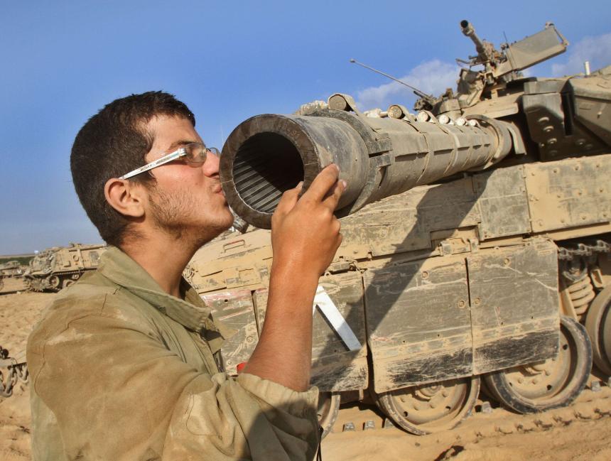 İsrail tanklarını Suriye sınırına gönderdi