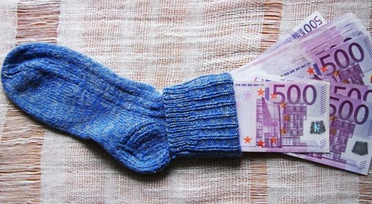 Bir bankacı, zenginlerin parasını fakirlerin hesabına aktardı